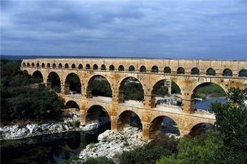 Chuyện thú vị về cây cầu Pont du Gard kỳ vĩ ngàn năm