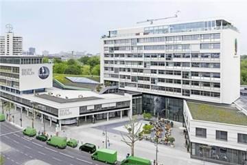 Khách sạn xây phòng vệ sinh lộ thiên để hút khách
