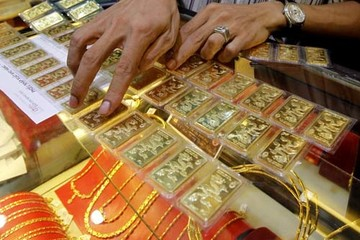 Giá vàng tiếp tục rơi
