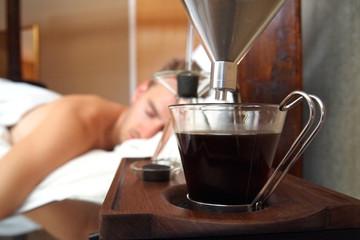Đồng hồ báo thức thông minh pha sẵn cà phê chào ngày mới