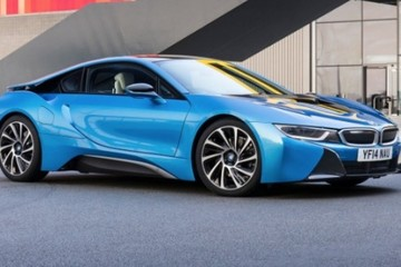 BMW i8 cháy hàng, khách hàng trả giá cao hơn để mua xe trưng bày