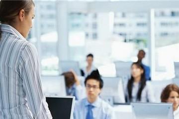 Làm sếp đồng nghiệp cũ, ứng xử ra sao?