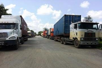 Phản đối thu phí: xe dồn ứ ở Cửa khẩu Mộc Bài