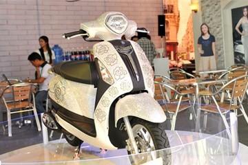 Yamaha Grande gắn đá pha lê trị giá 300 triệu