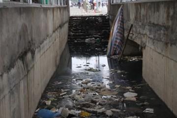 Hầm đi bộ tại thủ đô xuống cấp, ô nhiễm trầm trọng