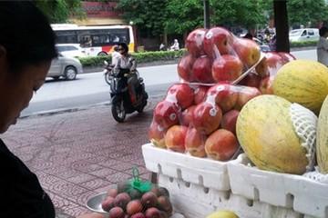 """Tràn lan trái cây """"đội lốt"""" nhập khẩu"""