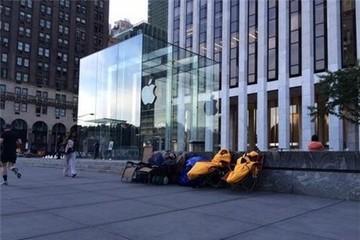iFan bắt đầu xếp hàng chờ mua iPhone 6