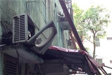 Hà Nội: Giàn giáo rơi từ tầng 11, khu phố hoảng loạn