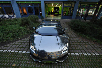 Lamborghini Huracan bọc chrome đen mờ