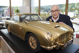 Aston Martin DB5 mạ vàng bán với giá 90.000 USD