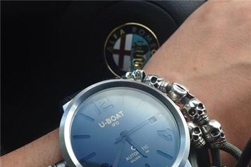 Đại gia đi xe sang mang đồng hồ gì?