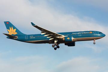 Máy bay của Vietnam Airlines hạ cánh khẩn cấp để cứu hành khách