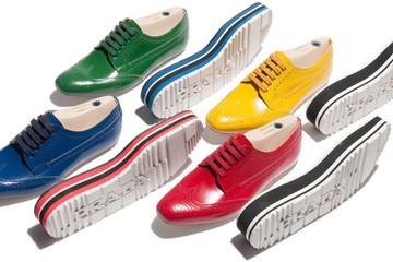 Nâng niu bàn chân bạn với giày cao cấp của Prada
