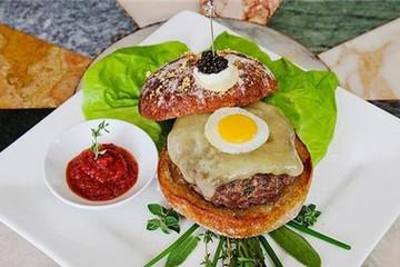 Chiếc bánh burger đắt nhất thế giới có gì đặc biệt?