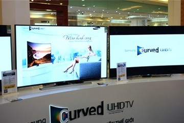 TV màn hình cong UHD của Samsung có giá từ 62,9 triệu đồng