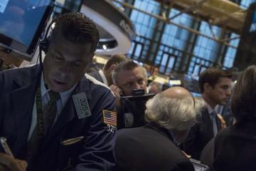 Chứng khoán Mỹ giảm hơn 1% do lo ngại về tăng trưởng kinh tế toàn cầu
