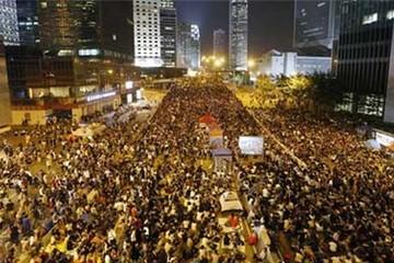 Dân Hong Kong lại ùn ùn xuống đường biểu tình
