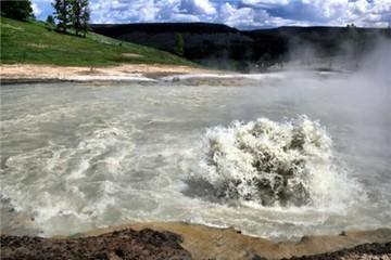 9 hồ nước đẹp nhưng nguy hiểm nhất thế giới