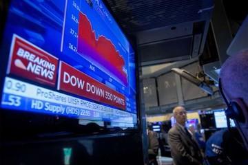 Chứng khoán Mỹ giảm, chỉ số S&P mất gần hết mức tăng kể từ đầu năm