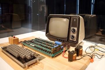 Hơn 19 tỷ cho một chiếc máy tính Apple đời cổ