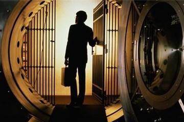 """Fed """"stress test"""" 31 ngân hàng Mỹ khi chứng khoán lao dốc 60% và dầu lên 110 USD/thùng"""