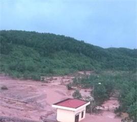 Quảng Ninh: Lũ lớn tràn đập, dân sơ tán khẩn cấp