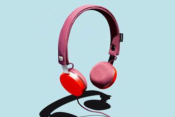 """Thời trang  với tai nghe """"thông minh"""" của Marc Jacobs  và Urbanears"""
