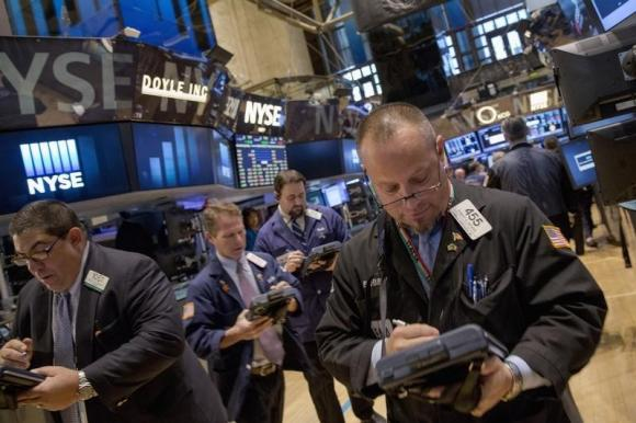 Chứng khoán Mỹ giảm nhẹ, cổ phiếu ngành bán dẫn vẫn tăng