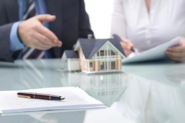 Bong bóng tài chính - nguy cơ từ cho vay bất động sản lãi suất thấp