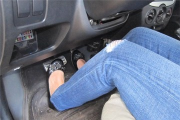 Sai lầm chết người khi lái xe số tự động?