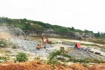 Mỏ đá trong sân bay Biên Hòa