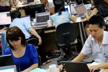 Hàng loạt cổ phiếu giảm giá, VNIndex mất mốc 590 điểm