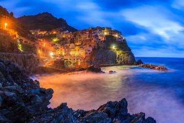Những ngôi làng nằm bên vách đá đẹp như tranh vẽ