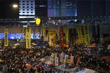 Người biểu tình Hong Kong bao vây trụ sở chính quyền