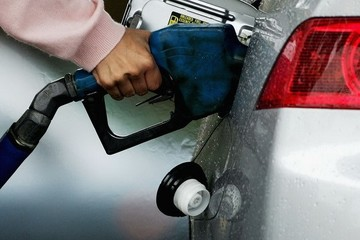 Giá dầu tiếp tục lùi về mức thấp nhất trong hơn 5 năm qua