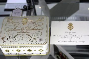 Lát bánh cưới của công nương Kate giá hơn 150 triệu đồng