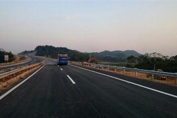 Xử lý xong vết lún nứt trên cao tốc Nội Bài - Lào Cai