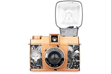 Máy ảnh Diana F+ với camera flash - món quà tuyệt vời cho Giáng sinh