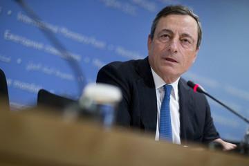 ECB bật tín hiệu nới lỏng định lượng; đồng Euro chạm đáy 9 năm