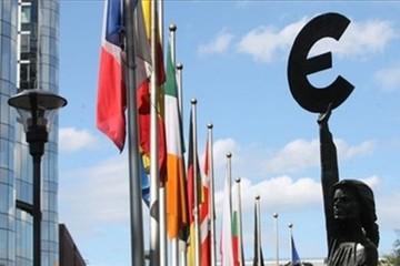 Rúp lao đao, Euro suy thoái, USD Mỹ lên ngôi