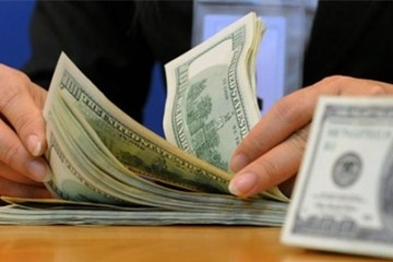 Các ngân hàng tiếp tục giảm nhẹ tỷ giá