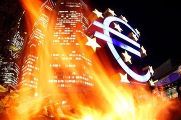 Châu Âu chính thức giảm phát, chờ ECB nới lỏng định lượng