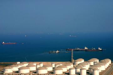 UAE nói không phải lỗi của OPEC, giá dầu lại xuống đáy của 5 năm rưỡi