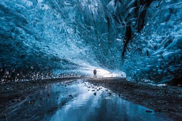 Vẻ đẹp kỳ ảo của động băng ở Iceland