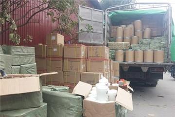 Giật mình hàng tấn mỹ phẩm không nguồn gốc 'tràn' vào Hà Nội