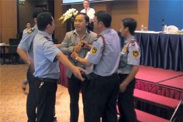 Náo loạn tại đại hội toàn trường của ĐH Hoa Sen
