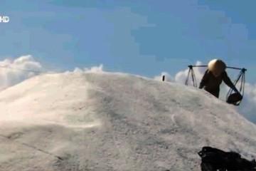 Nghề sản xuất muối có nguy cơ bị xóa sổ?