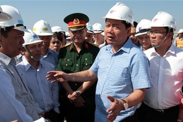 Bộ trưởng Thăng thị sát mở luồng sông Hậu: 'Các anh toàn báo cáo láo'
