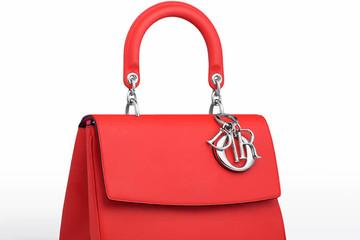 Video cận cảnh quá trình làm túi Be Dior bằng tay
