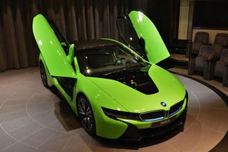 BMW i8 bắt mắt với màu xanh lá